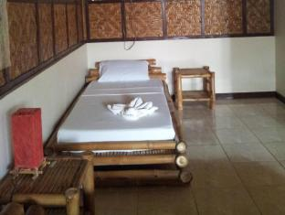 Villa Belza Resort Panglao Island - Single Bed in the King size room