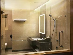 DoubleTree by Hilton New Delhi – Noida – Mayur Vihar New Delhi and NCR - Bathroom