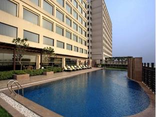 DoubleTree by Hilton New Delhi – Noida – Mayur Vihar New Delhi and NCR - Swimming Pool