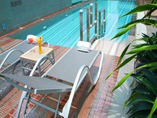 Amora NeoLuxe Suites Bangkok - Swimming Pool