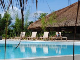 Bluewater Panglao Beach Resort Бохол - Бассейн
