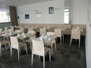 柏林米特北欧酒店 柏林 - 餐厅