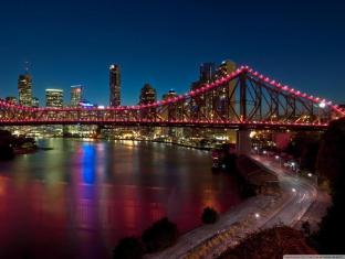 Meriton Serviced Apartments Adelaide Street Brisbane - Storey Bridge