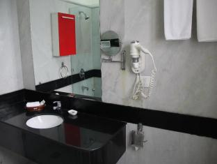 Colonel's Retreat New Delhi and NCR - Deluxe Room Bathroom