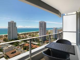 Meriton Serviced Apartments Broadbeach Gold Coast - Balcony