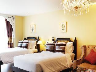 Sheik Istana Hotel guestroom junior suite