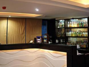 Pinnacle Hotel and Suites Davao City - Pub/lounge