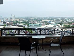 Pinnacle Hotel and Suites Davao City - Balcony/Terrace