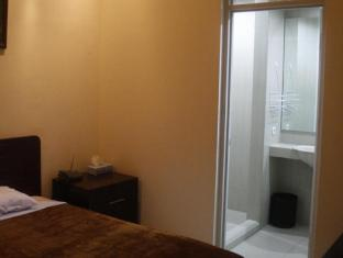 Soerabaja Place Guest House Surabaya - Bathroom