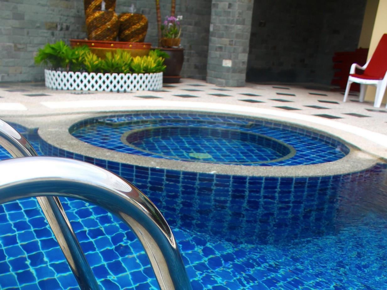 โรงแรมป่าตอง เฮมิงเวย์