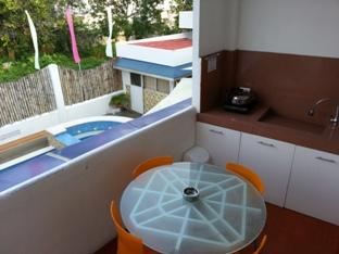 House of Big Brother Puerto Princesa City - Pool-side room dining-kitchennette