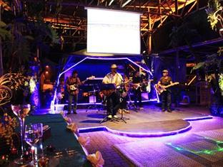 Sinar Serapi Eco Theme Park Resort Kuching - Live Performance
