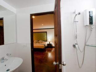 Cucumber Inn Suites and Restaurant Pattaya - Baño