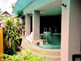 Thaphae Garden Guesthouse Chiang Mai - Swimming Pool