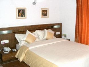 Compact Copper Quilt Bengaluru / Bangalore - Guest Room