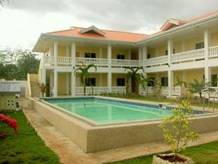 Alona Studios Hotel Bohol - Hotel Exterior and Swimming Pool