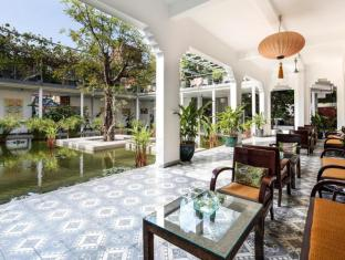 The Plantation Urban Resort and Spa Phnom Penh - Lotus Pond lobby