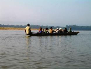 Royal Park Hotel Chitwan - Canoeing on Rapti River