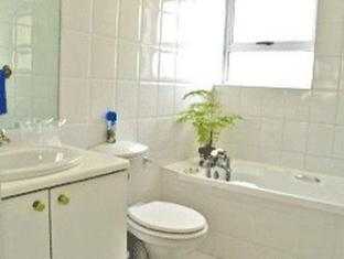 Fish Hoek Luxury Self-Catering Apartments Cape Town - Bathroom