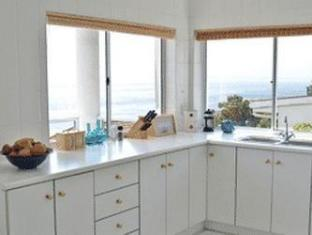 Fish Hoek Luxury Self-Catering Apartments Cape Town - Kitchenette