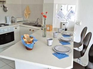 Fish Hoek Luxury Self-Catering Apartments Cape Town - Garden Apartment Kitchen