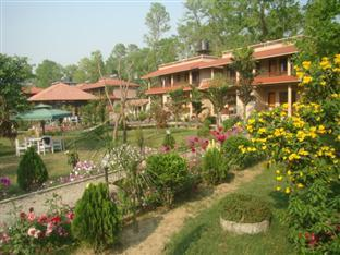 River Bank Inn Chitwan - Hotel Building with Garden View