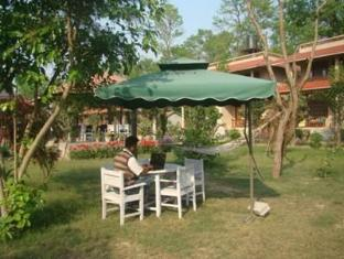 River Bank Inn Chitwan - Околности
