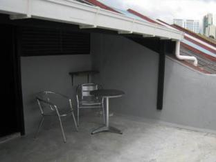 Traveller Homestay Kuching - Roof terrace