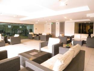 La Breza Hotel Manila - Lounge Area at the pool