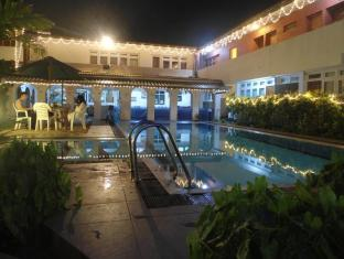 Ranveli Beach Resort Colombo - Swimming Pool