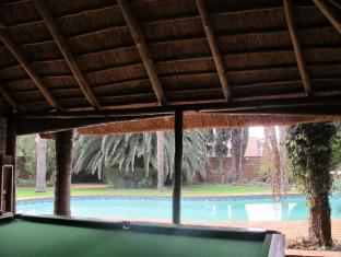 Aero Guest Lodge Johannesburg - Pool Table