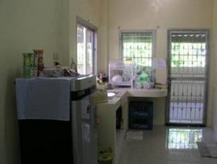 Serene Guest House Suratthani - Kitchen