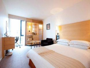 DoubleTree by Hilton Hotel London - Westminster guestroom junior suite