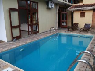 La Villa Sanctuary Colombo - Swimming Pool During the Day