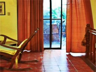 Balay de la Rama Bed and Breakfast Daraga - Living Room