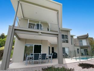 4 Surfside Court Private Holiday Home