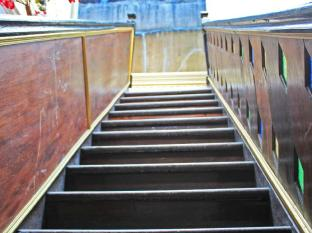 Thalang Guesthouse Phuket - Stair leads to second floor