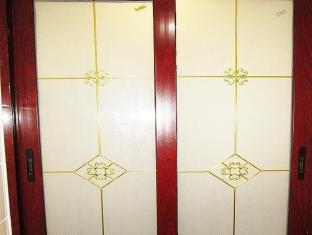 New Chung King Mansion Guest House - Las Vegas Group Hostels HK Hong Kong - Bathroom Door