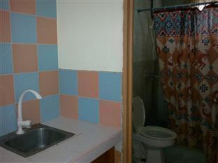 Balay Inato Pension Puerto Princesa City - Family Room Bathroom