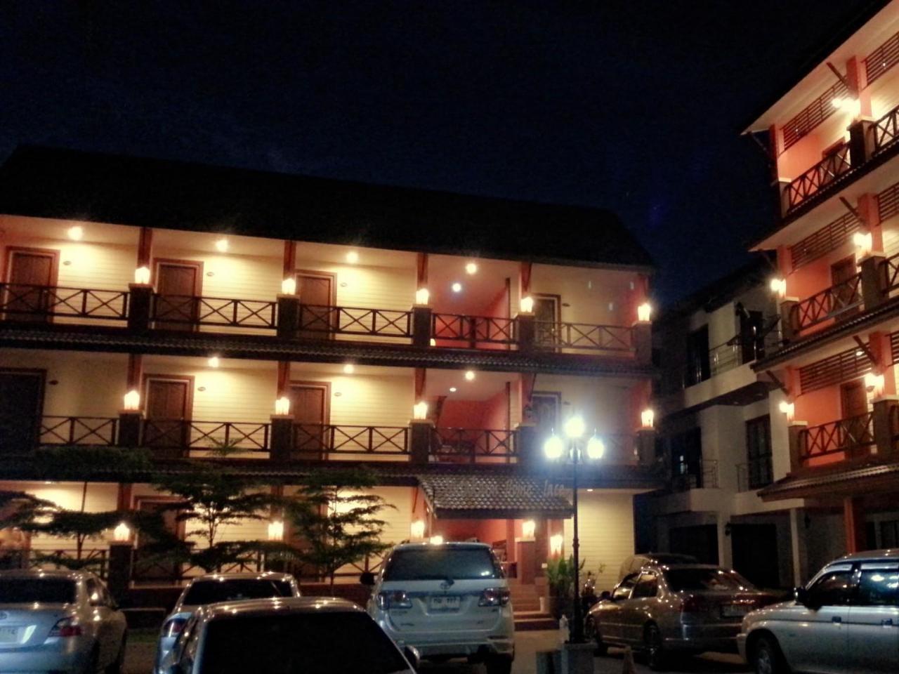 จินตคาม โฮม เพลส (Jintakarm Home Place)