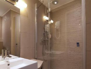 Hotel Tourisme Avenue Paris - Bathroom