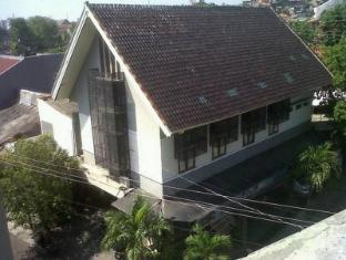 Permata Guest House Semarang - Exterior | Bali Hotels and Resorts