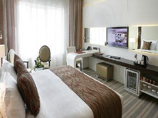 Auris Plaza Hotel guestroom junior suite