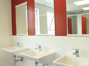 YMCA Hostel Auckland - Hand Basin