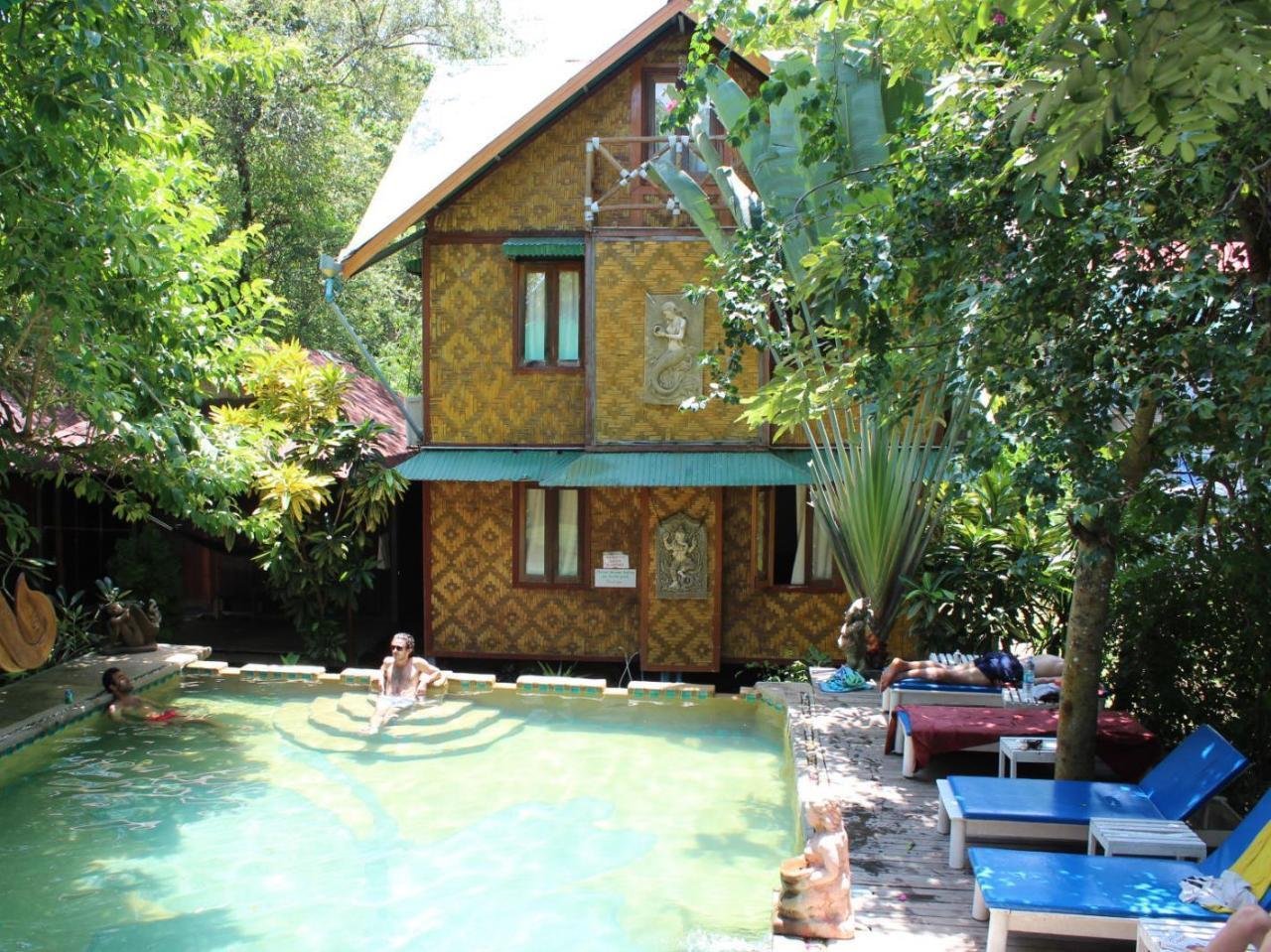 ทรอปิคอล การ์เดน บังกะโล (Tropical Garden Bungalow)