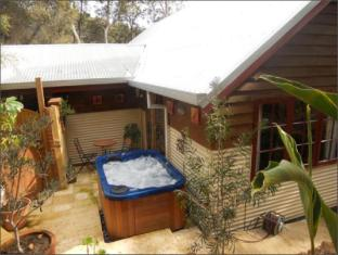 Bickley Valley Retreat Perth - Outdoor Spa