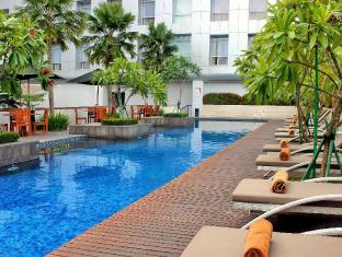 Santika Premiere Dyandra Hotel & Convention – Medan Medan - Swimming Pool