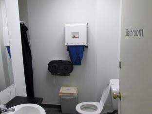 Trek Global Wellington - Purple Wing Bathroom