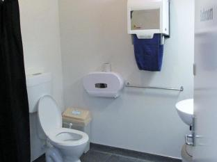 Trek Global Wellington - Bathroom