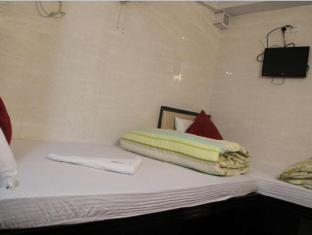 Korean Hostel Hong Kong - Family Room for 5 - 2 double & 1 Single